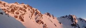朝日を浴びる穂高連峰